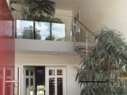 Stil & Flair vereint...!   Hochwertige Stadtvilla mit Galerie,  Kamin & Brunnen in toller Lage