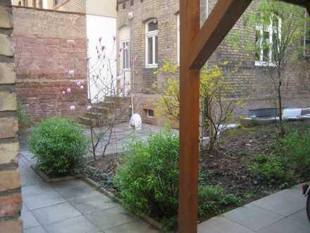 TOP Lage-2-Zimmer Hinterhaus mit Terasse und Garten, möbliert