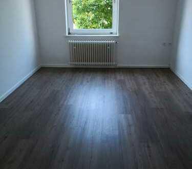 Gut aufgeteilte Wohnung für Single oder Paare ; auch für eine WG geeignet
