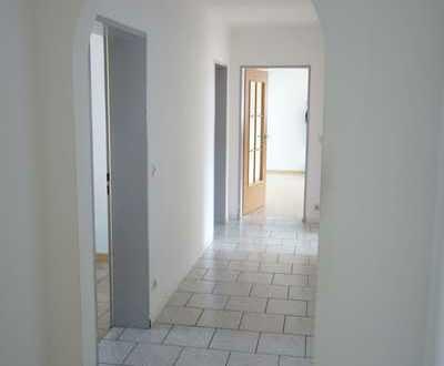 Traumhaft große 3 Zimmer Erdgeschoss Wohnung mit sonnigem Südbalkon und Option auf einen Garten