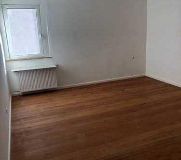 Vollständig renovierte Altbau-Wohnung im 2. OG mit dreieinhalb Zimmern und Einbauküche in Neckarsulm