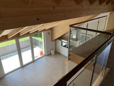 Exklusive, neuwertige 3-Zimmer-DG-Wohnung mit Balkon und Einbauküche in Klosterlechfeld
