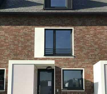 *Erstbezug - Schönes Neubaureihenhaus mit fünf Zimmern in Hamburg Neugraben*