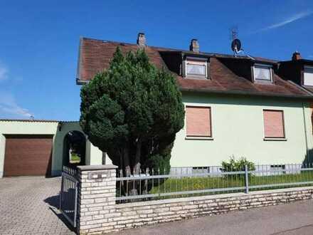 Frei! Doppelhaushälfte mit Garage, Nebengebäude, auf 414 qm Grundstück in schöner, ruhiger Wohnlage!