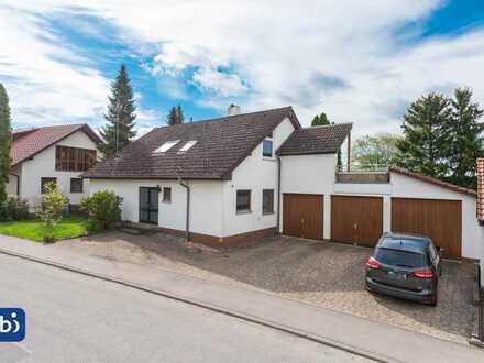 Freistehendes 2-Familienhaus in ruhiger, zentrumsnaher Lage mit großem Grundstück in Eigeltingen