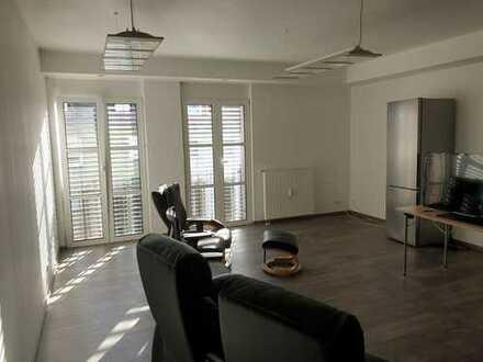 Sanierte Wohnung mit fünf Zimmern und Einbauküche in Kleinostheim