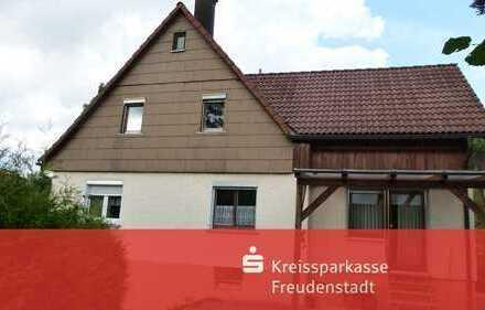 Doppelhaushälfte mit angrenzendem Wiesengrundstück in Loßburg-Wälde