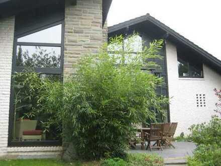 Repräsentatives Einfamilienhaus in Bergisch Gladbach Sand ; separate 50m² ELW zusätzlich verfügbar
