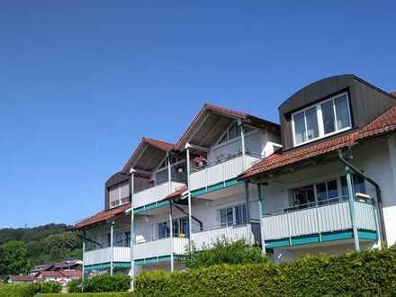 Helle und freundliche Wohnung mit drei Zimmern sowie drei Balkonen und EBK in Simbach am Inn