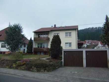 Große 4,5-Zimmer-Wohnung auf 2 Etagen im 2-FH mit 113 m² Wfl., Einzelgarage und Stellplatz im Freien