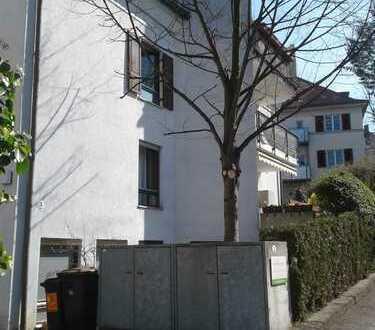 Für Eigennutzer/Kapitalanleger: DG-Wohnung mit großer Galerie und Balkon, ruhige Lage (ink. TG)