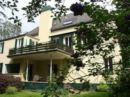 4-5 ZKB Wohnung in Altbau-Villa mit großem Garten Terrasse+ Parkett!