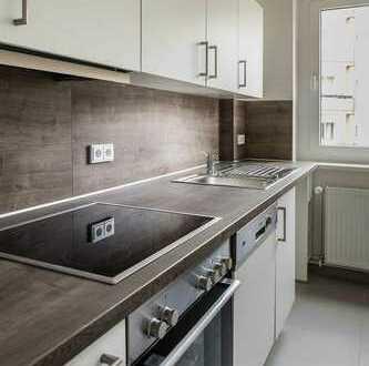 Umfassend modernisierte Wohnung mit Einbauküche und Parkett