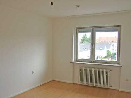 POCHERT IMMOBILIEN - Schöne helle 2-Zimmer-Wohnung mit Balkon in KL-Ost / Nähe Volkspark