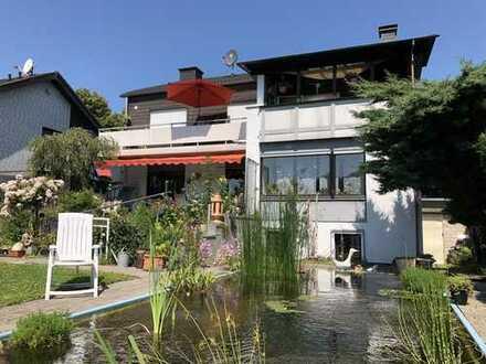 Schönes 2-Familienhaus mit großem Garten