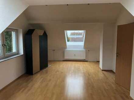 Stilvolle, gepflegte 2-Zimmer-Dachgeschosswohnung mit Einbauküche in Karlsruhe