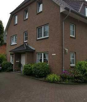 schöne 4-Zimmer Wohnung mit Terrasse in Bargteheide