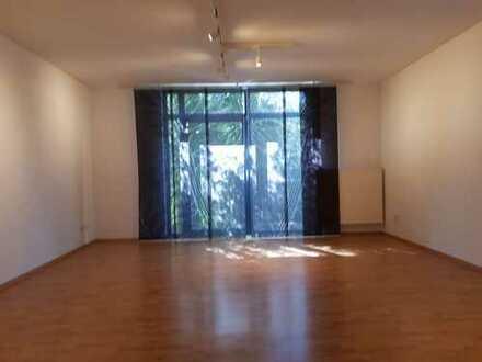 Moderne 3-Zimmer-Wohnung mit Balkon und EBK in Darmstadt-Dieburg (Kreis)