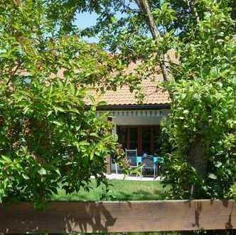 Eine klassische Doppelhaushälfte im Landhausstil mit ganz privatem Gartengrundstück!