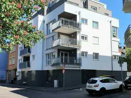 Moderne und hochwertige 3 Zimmer-Wohnung mit Einbauküche nahe Innenstadt.Provision inbegriffen.