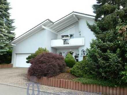 Moderne luxuriöse Landhaus-Villa, Nähe Homburg, auf der Sickinger Höhe