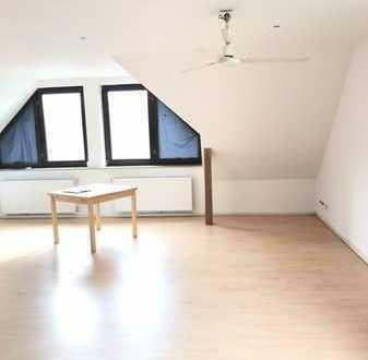 zentral gelegene 1 Zimmer Dachgeschoss Wohnung
