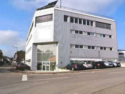 Gut vermietetes Renditobjekt mit Büro-, Produktions- und Lagerflächen und Parkdeck