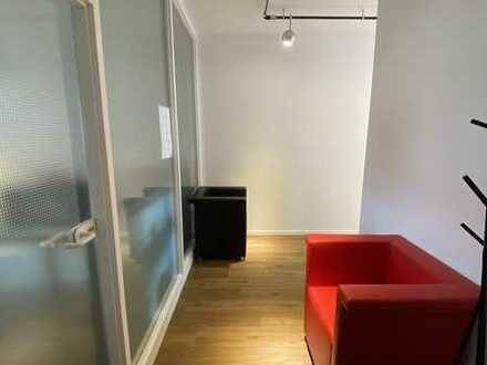 Zentral gelegene moderne Büro/Praxisräume mit Stellplätzen