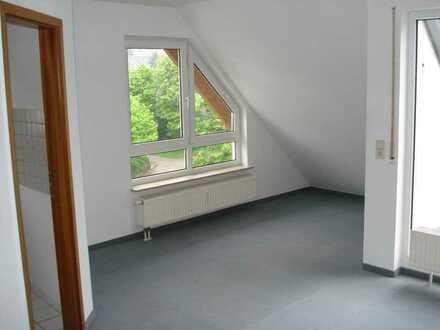 2-Zimmer DG-Wohnung mit Dachterrasse und Einbauküche