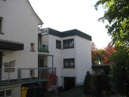 Netphen-Dreis Tiefenbach, 3ZKB-Wohnung mit Wintergarten, Balkon und Garage