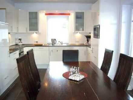 Neuwertige 4-Raum-Penthouse-Wohnung mit Balkon und Einbauküche in Oldenburg