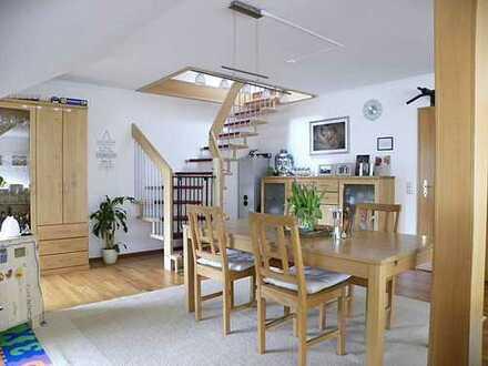 Exklusive 3 Zimmer Dachgeschoss-Maisonettwohnung