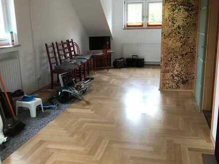 Frisch renovierte Dachgeschosswohnung in Bergerhausen