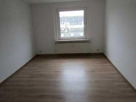 Günstige, vollständig renovierte 4-Zimmer-Dachgeschosswohnung zur Miete in Plauen