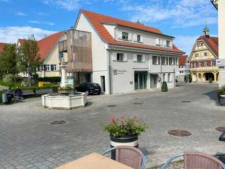 //Brunnenhof Beuren //2-Zimmer-Wohnung im Herzen Beurens //Balkon //Küche //Eiche-Dielen