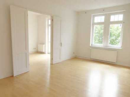 Helle 3-Zimmerwohnung mit Balkon in schönem Altbau!