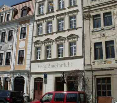 Mit Blick über die schöne Altstadt! - Dachgeschoss-Maisonettewohnung mit offener Küche & 2 Balkonen!
