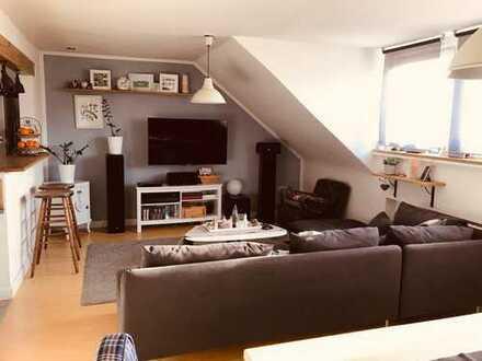 3-Zimmer-Dachgeschosswohnung mit Balkon und EBK in Hövels