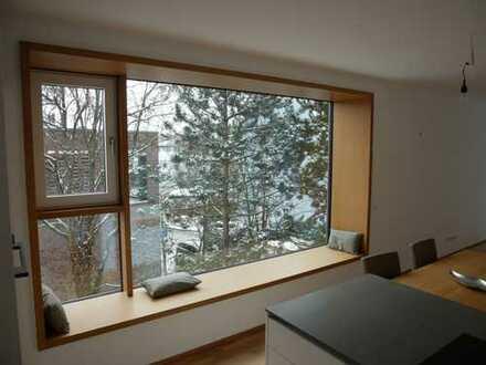 Wohnen im Park! Exklusive & helle 3-Zimmer Wohnung (hochw. Einbauküche, gr. Balkon, Lift) in Thon