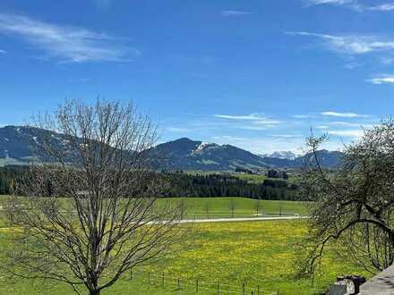 Altes Bauerhaus mit unverbaubarem Bergblick auf die Allgäuer Alpen