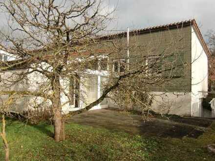 Schönes Haus mit sieben Zimmern und großem Garten in Leonberg (Kreis), Böblingen
