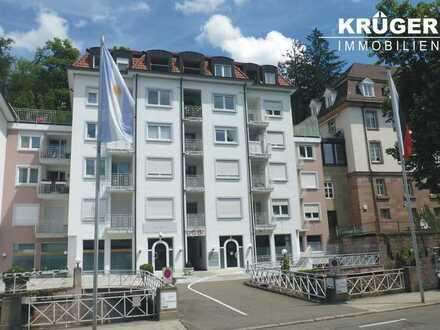Baden-Baden / renovierte 2-Zimmer-Wohnung mit Loggia und weitläufiger Dachterrasse / bezugsfrei