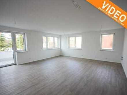Große, helle 3 Zimmerbalkonwohnung mit Fußbodenheiz., Fahrstuhl und freien Stellplätzen im Hof!