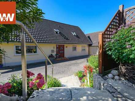 Wundervolles Anwesen für zwei Familien mit separaten Hofeinfahrten, wundervollem Garten und traumhaf