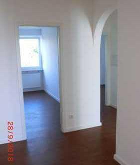 Top Neu-renovierte 3-Zimmer-Wohnung mit Balkon in Aubing, München