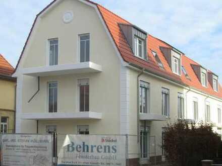 Erstbezug: luxuriöse 3,5-Zimmer-Dachgeschosswohnung mit EBK und Balkon