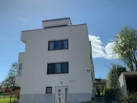 Dachgeschosswohnung mit großer Sonnenterrasse - renovierungsbedürftig aber mit viel Potenzial!