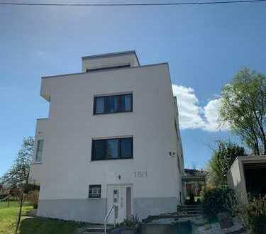 -RESERVIERT- Dachgeschosswohnung mit großer Sonnenterrasse - renovierungsbedürftig mit Potenzial!