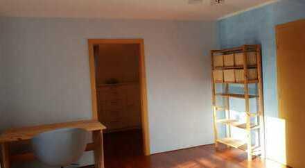 WG Zimmer mit begehbarem Kleiderschrank in tollem Doppelhaus in Spandau