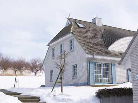 Schöne 1,5-Zimmer-Maisonette-Wohnung direkt am See in Sellin OT Seedorf